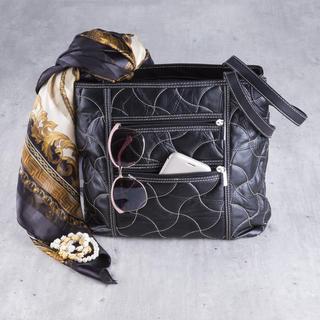Dámska prešívaná kabelka čierna