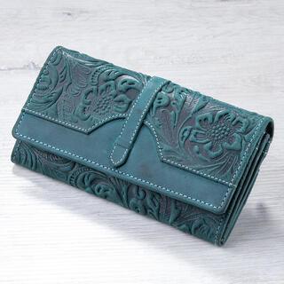 Kožená dámska peňaženka s reliéfom zelená