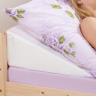 Klinový podhlavník po postele