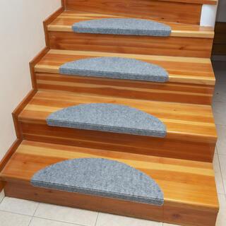 Koberec na schody QUICKSTEP polkruh šedý