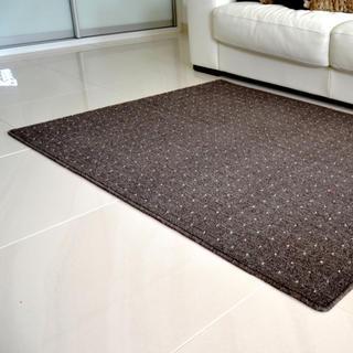 Kusový koberec UDINESE hnedý